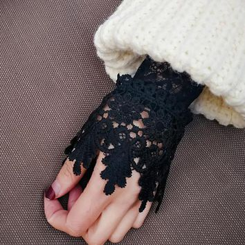 Korean New Beautiful Goddess Elegant Lace Arm Warmers Women Gloves Accessories Black White Cuff Fake Arm Sleeves AGB653A