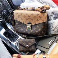 LV Louis Vuitton classic Monogram retro messenger bag ladies shoulder bag F/A