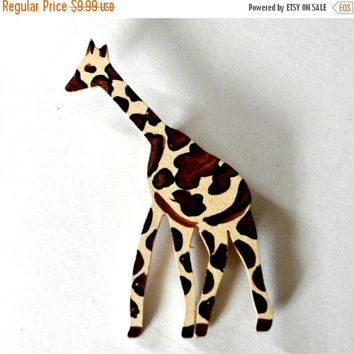 Vintage 80s giraffe yellow and brown wooden brooch fashion pin