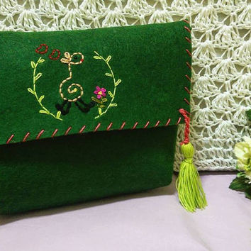 Embroidered Felted Bag-Felted Bag With Giraffe-Embroidered Bag-Wallet Bag-Tassel Bag-Green Bag-Bag with Animation-Giraffe Bag-Happy Giraffe
