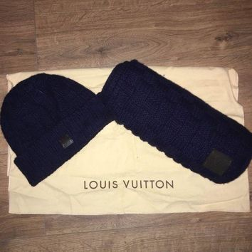 ONETOW Authentic louis vuitton helsinki hat and scarf in navy blue! And dust bag!