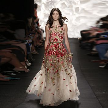 Luxury beautiful catwalk was thin embroidered dress delicate flower embroidery goddess dress