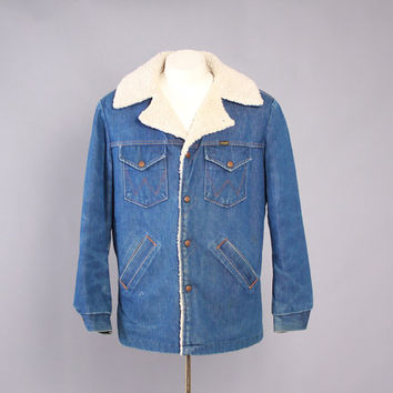 70s WRANGLER JACKET / Vintage 1970s Men's Blue Denim Sherpa Lined Barrn Chore Wrange Jacket M - L