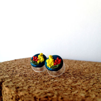 Sculpted Flower Earrings by CasaAndCo on Etsy