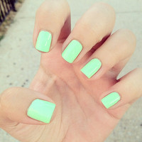 green nails | via Tumblr - inspiring picture on Favim.com