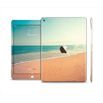 The Vintage Beach Scene Skin Set for the Apple iPad Air 2