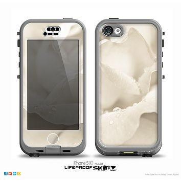 The Drenched White Rose Skin for the iPhone 5c nüüd LifeProof Case