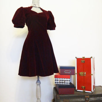 Vintage 80's Jessica McClintock Gunne Sax Dress Burgundy Velvet with Lace and Pearl neck Collar, Size 14