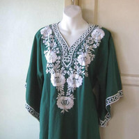 White Floral-Embroidered Emerald Green Caftan; Women's Medium Cotton Lounge/Cruise/Beach/Hostess Dress; U.S. Shipping Included