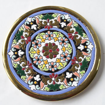 Dish decorated and glazed with handmade ancient Arabic and Renaissance formulas. Enriched with 24 kt gold on fire.
