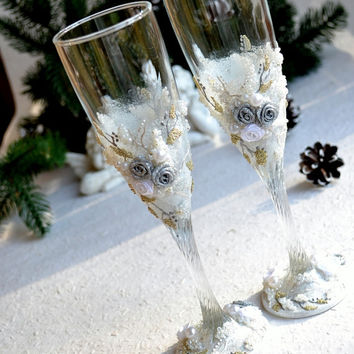 White Wedding Champagne Flutes Winter wedding Silver & White Toasting Glasses Personalized wedding decor boho themed wedding Handmade decor