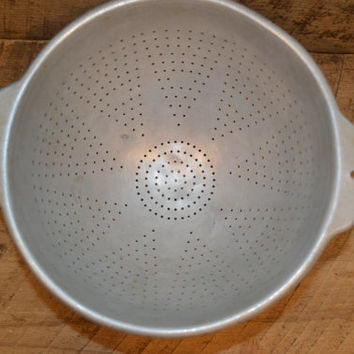 Vintage Aluminum Colander with Feet, Wear Ever Aluminum Footed Colander No 3123, Vintage Strainer, Vintage Aluminum Strainer