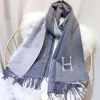 Hermes New fashion H letter warm tassel scarf Gray