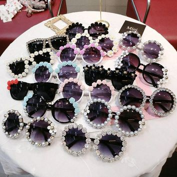 Rhinestone Sunglasses Fashion Flower Party Beach Glasses Women Flower with Pearl Round Vintage Sunglasses UV Protection