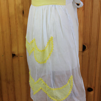 1950's White and Yellow Apron by theDarlingVintage