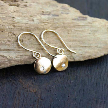 Gold diamond earrings. Solid gold earrings with genuine diamonds. 14k gold disc earrings. Hammered gold earrings. Unique modern jewelry.
