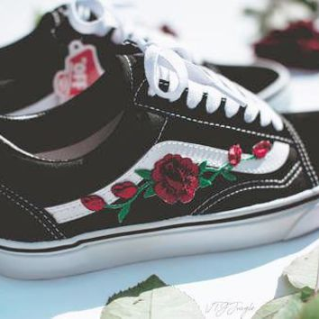 f32dfefb1e84 Vans Fashion Casual Rose Embroidered Classics Old Skool Pink Sneaker Shoe I