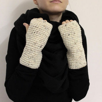 Cream Wristwarmers,Chunky Wrist Warmers,White Fingerless Gloves,Tweed Wool Mittens,White Handwarmers,Wool Fingerless Mitts,Knit Hand Warmers