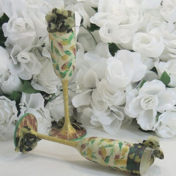 Camo Wedding Glasses - Camo Wedding - Camo Accessories - Woodlands Camo - Toasting Flutes - Bride and Groom Glasses - Wedding Glasses