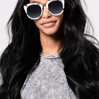 Jamie Sunglasses - White/Black