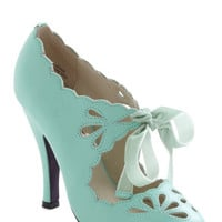 ModCloth Vintage Inspired Dainty Dramatist Heel in Mint
