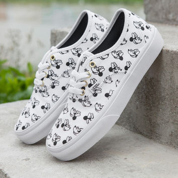 27e7325ce0a521 Trendsetter VANS X Disney Mickey Mouse Canvas Old Skool Flats Sn