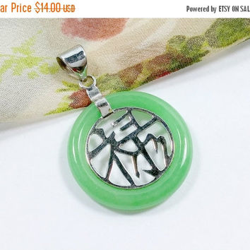 Charming Chinese Good Fortune Green Jade Necklace Pendant Asian Symbol Good Luck Charm Round With Swing Bale Delightfu Embellishment