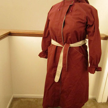 1970s Maroon RainShedder Hooder Trench With Removable Lining, Size 9/10