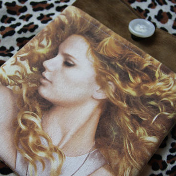 TAYLOR SWIFT - Upcycled Rock Band T-shirt iPad Tablet Sleeve - OOAK