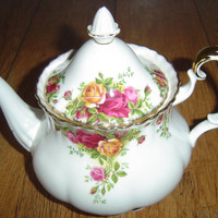 Old Country Roses Royal Albert Large Tea Pot VGC 1st Quality.