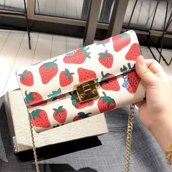 GUCCI 2019 new strawberry print women's chain bag shoulder bag Messenger bag