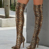 New sexy high-heeled boots with serpentine pointy toes above the knee