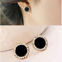 [Crazy Fashion vintage gold plated black earrings Elegant rhinestone crystal stud earrings for women jewelry accessories (Color: Black) [9791253263]