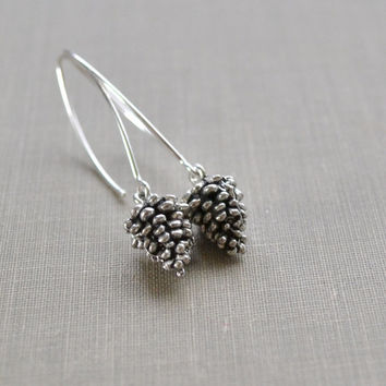 Pinecone Earrings, Winter Jewelry, Pewter Pine Cones, Woodland Wedding, Nature Jewelry, Winter Wedding, Bridesmaid Gift, Boho, Le Printemps