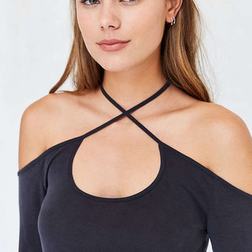Silence + Noise Bellatrix Off-The-Shoulder Criss Cross Top - Urban Outfitters