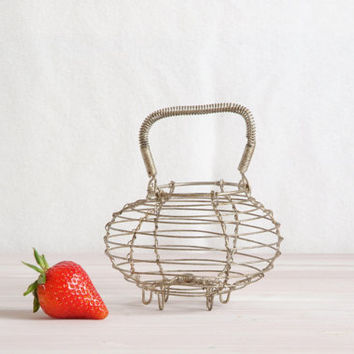 Little Dancing French Wire Basket, Small Egg Basket, Cute wire Basket