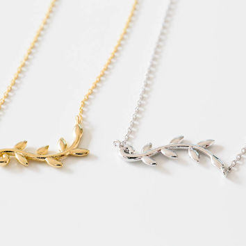 925 delicate sideway leaves necklace