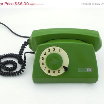SALE Vintage green rotary telephone 80s