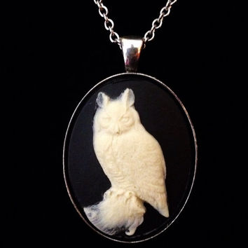 Black and ivory great horned owl 40mm cameo pendant necklace