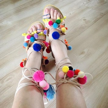 Traditional fashion style hand-made fur balls charming cross-tied flat sandal ankle strap mixed colors lace up gladiator sandal