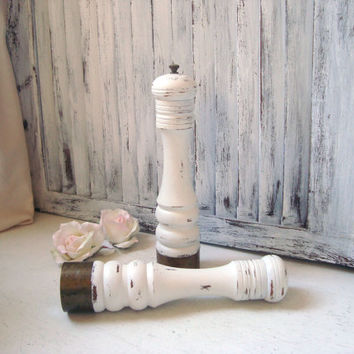 Shabby Chic Cottage White Pepper Mill and Salt Shaker Set, Vintage Wooden Salt and Pepper Set, Distressed, Pepper Grinder, Nasco