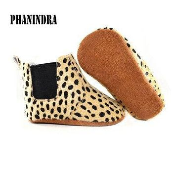 2017 new fur Baby Moccasin Leather Baby Moccasins Girls Boys Soft Bottom leopard dot Baby First Walkers Boots chaussure enfant