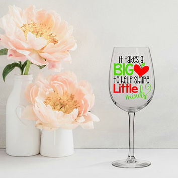 it takes a big heart to shape little minds, teacher appreciation gift, teacher gifts, teacher wine glasses, teacher appreciation week, apple