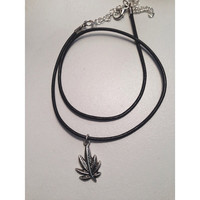 Sweet Leaf Choker