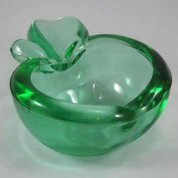 Vintage apple trinket tray/ashtray pin dish bowl green pressed glass rockabilly 1950s kitsch