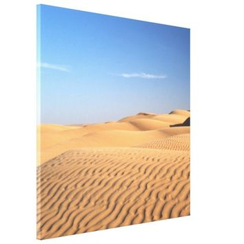 Gentle flowing desert sand.. canvas print