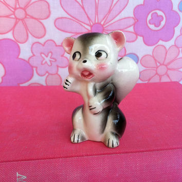 Kitsch skunk figurine!! Cute, vintage, 1950's/60's, china skunk ornament, made in Japan! Say hello to L'il Stinky!!
