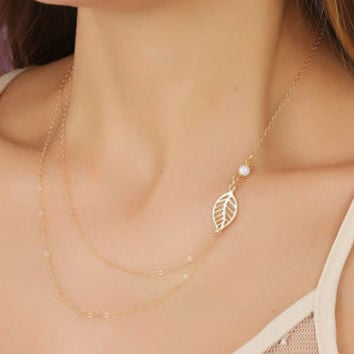 Sideway Pearl and Leaf Necklace / Layering Necklace / Pearl Necklace / 14k Gold Filled Necklace