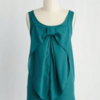Mid-length Sleeveless Hello, Bow! Top in Evergreen