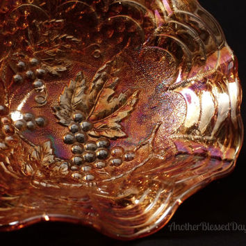 Antique Imperial Marigold Grape Pattern Ruffled Berry Bowl